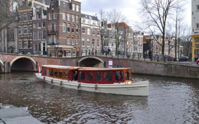 Feestje vieren op een partyboot in Amsterdam?